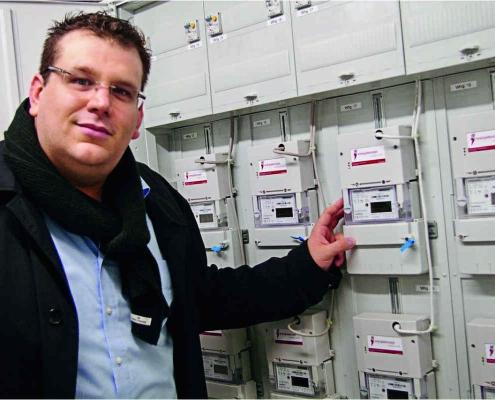 Im Mehrfamilienhaus Riel arbeiten zwei Dachs G5.5 Blockheizkraftwerke. Betreut wird es durch das SenerTec Center in Lautenbach.