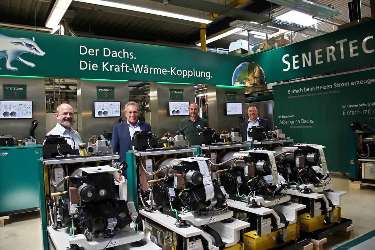 Hoher Besuch bei SenerTec: (v. l.) Frank Firsching (DIE LINKE / Schweinfurter Stadtrat) und Klaus Ernst (Bundestagsabgeordneter DIE LINKE) erhielten von Gunter Grosch (SenerTec) und Hagen Fuhl (SenerTec) eine Werksführung.