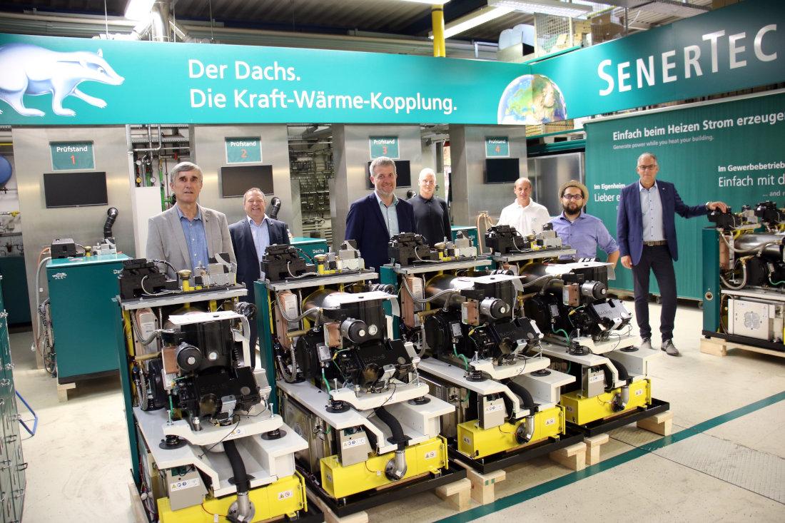 Während des Rundgangs durch die Fertigungshallen im Schweinfurter Hafen tauschte man sich über die Zukunft der Energieversorgung in Deutschland und über die Rolle der Kraft-Wärme-Kopplung (KWK) für eine erfolgreiche Energiewende aus.